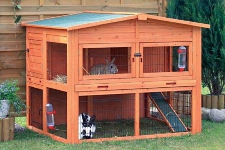 Клетка для кроликов в красном
