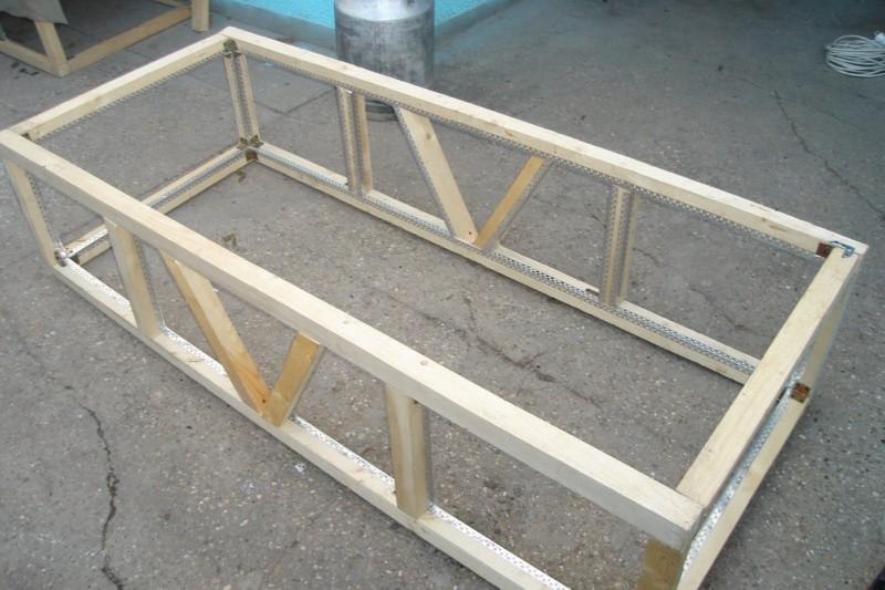 каркас из бруса, состоящий из деревянных рам